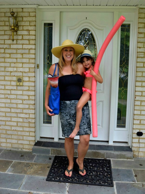 mom-heading-to-the-pool-1